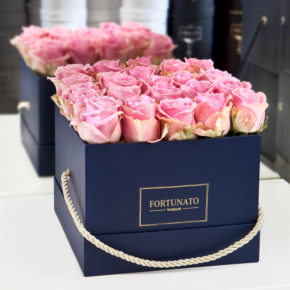 Kwiaty W Kwadratowych Pudełkach Eleganckie Róże W Kwadratowym